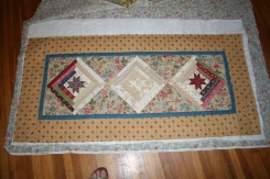 moms table runner 001
